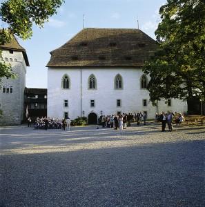 Schlosshof mit Ritterhaus