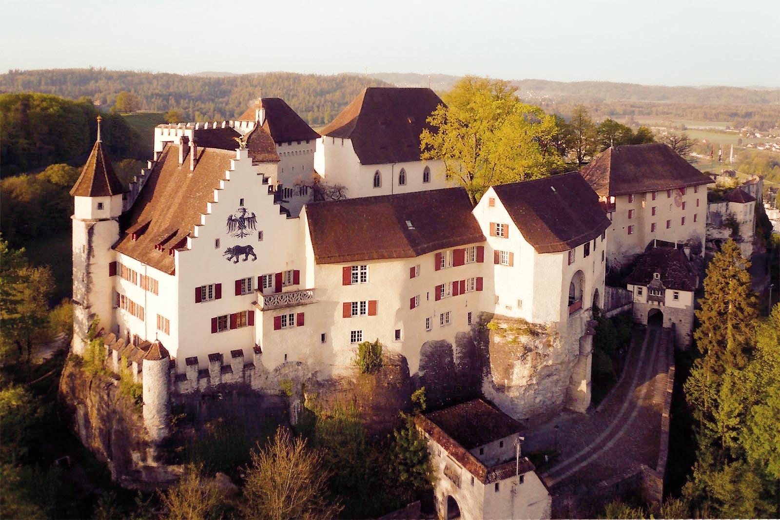 Home-Schloss-Lenzburg-rays-bright-clear