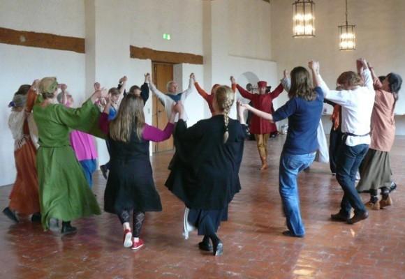 Mittelalterliche Tänze